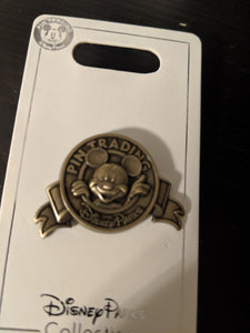 Mickey Mouse Pin Trading Pin New on Card