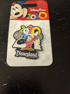 2020 Sorcerer Mickey Disneyland Pin New on Card