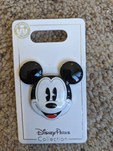 Mickey Head Pin New on Card