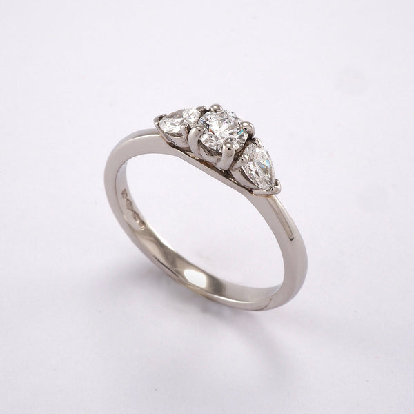 Round and Pear 3 stone 0.53ct