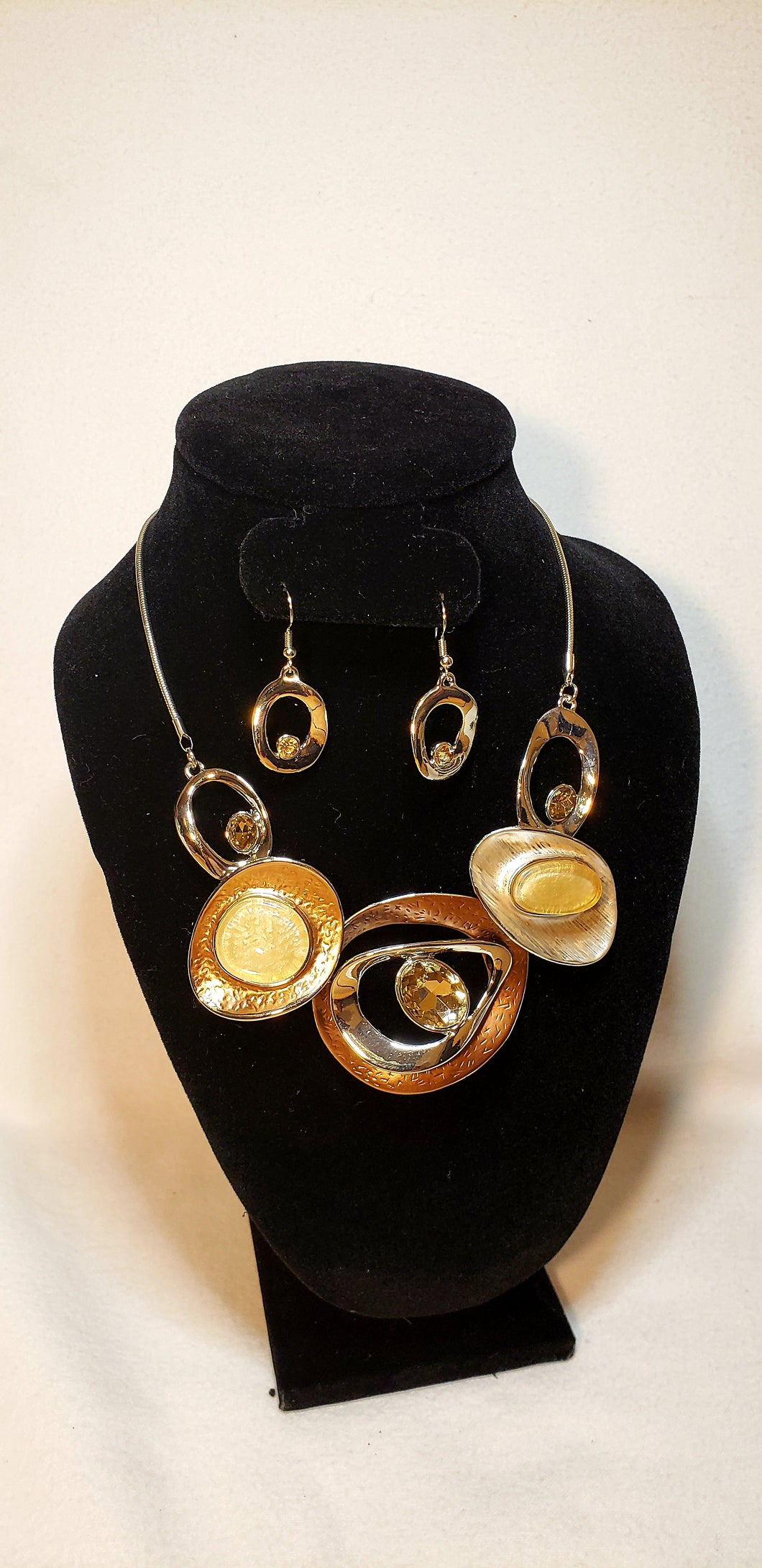 BROWN BIB NECKLACE SET