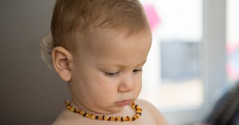 Doctors warn parents of choking risk from trendy amber teething necklaces