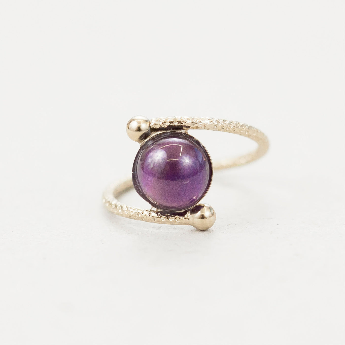 "Bague demi-sphère ""Ushas, goddess of dawn who illuminates the world with truth"""