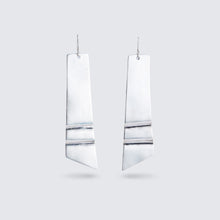 Load image into Gallery viewer, Silver Ripple Earrings