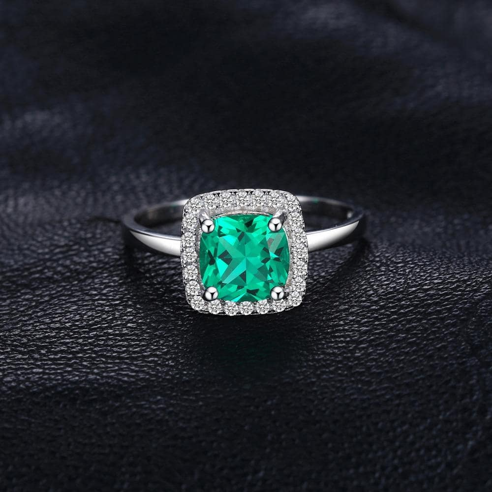 I-Emerald ne-Diamond Ring