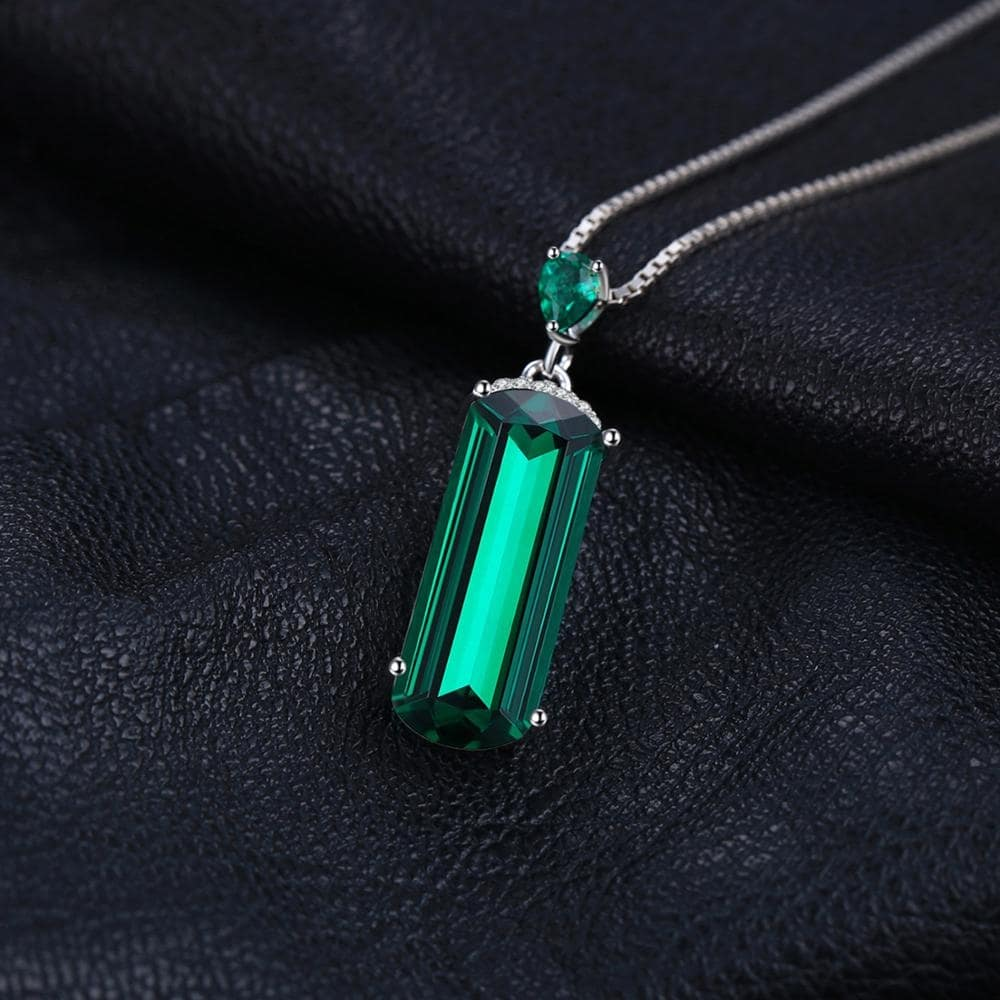 May Birthstone collana pendente con verde smeraldo