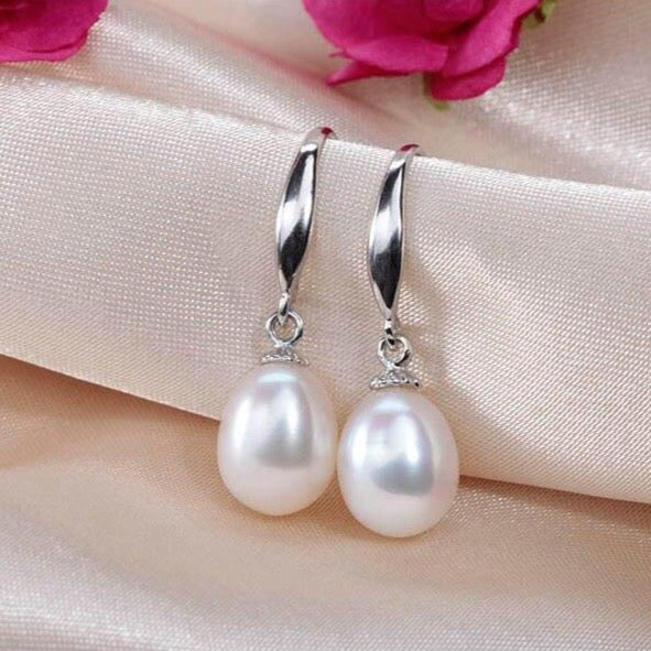 Pearl Earrings Hanging