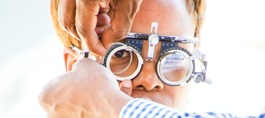 eye tests performed on elderly person