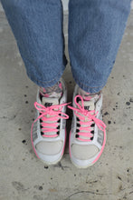 Laden Sie das Bild in den Galerie-Viewer, Pinke Nike Sneakers