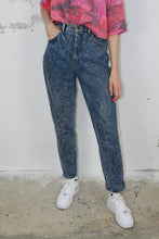 Laden Sie das Bild in den Galerie-Viewer, Acid wash Mom Jeans (Vintage)