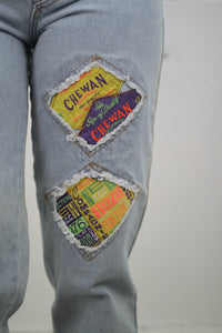 Mom-Jeans mit Patches (Vintage)