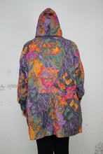 Laden Sie das Bild in den Galerie-Viewer, Windjacke gemustert (Vintage)