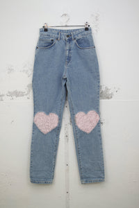 Mom-Jeans mit Herz-Patches