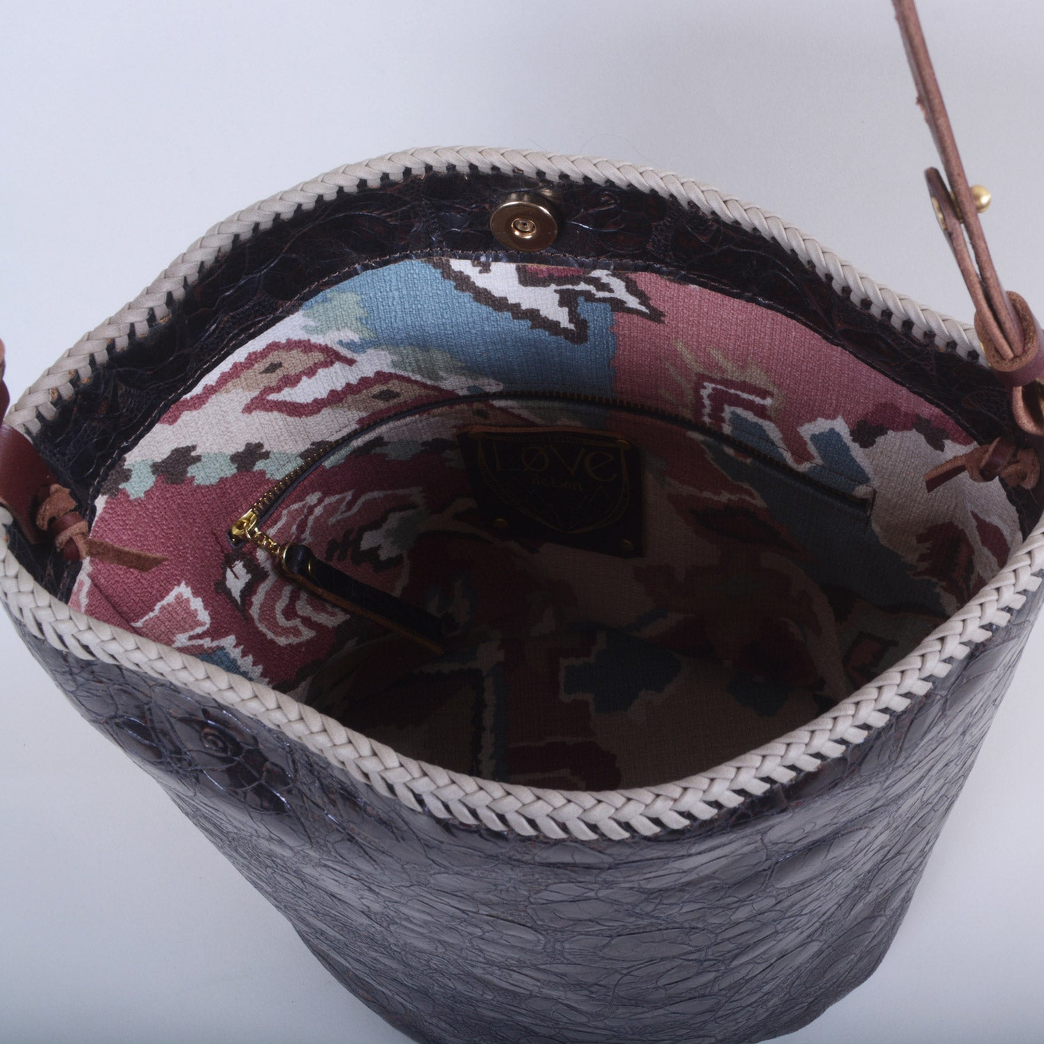 CHOCOLATE ROSES BARREL BAG