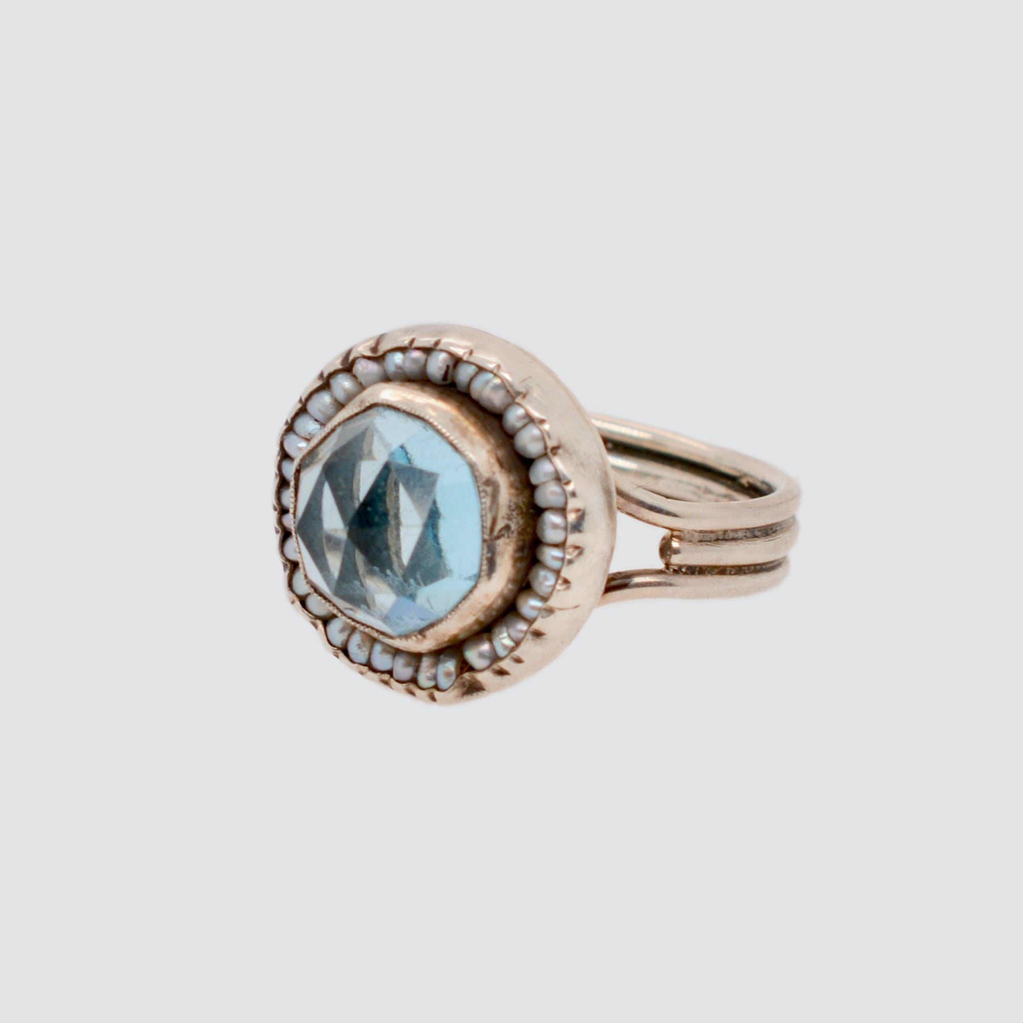HEIRLOOM RING //  ROUND AQUAMARINE