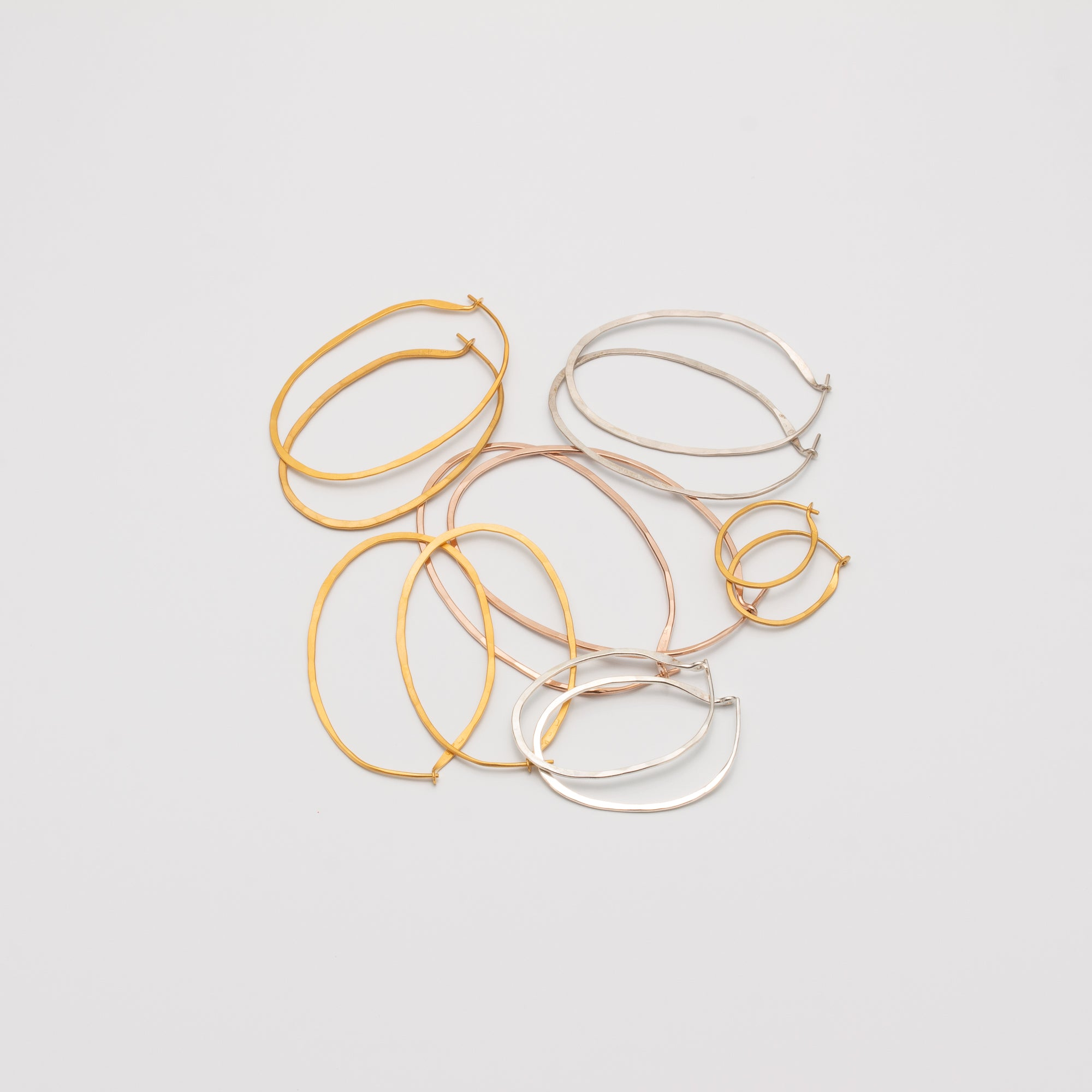 HOOPS // SMALL // OVAL // SILVER