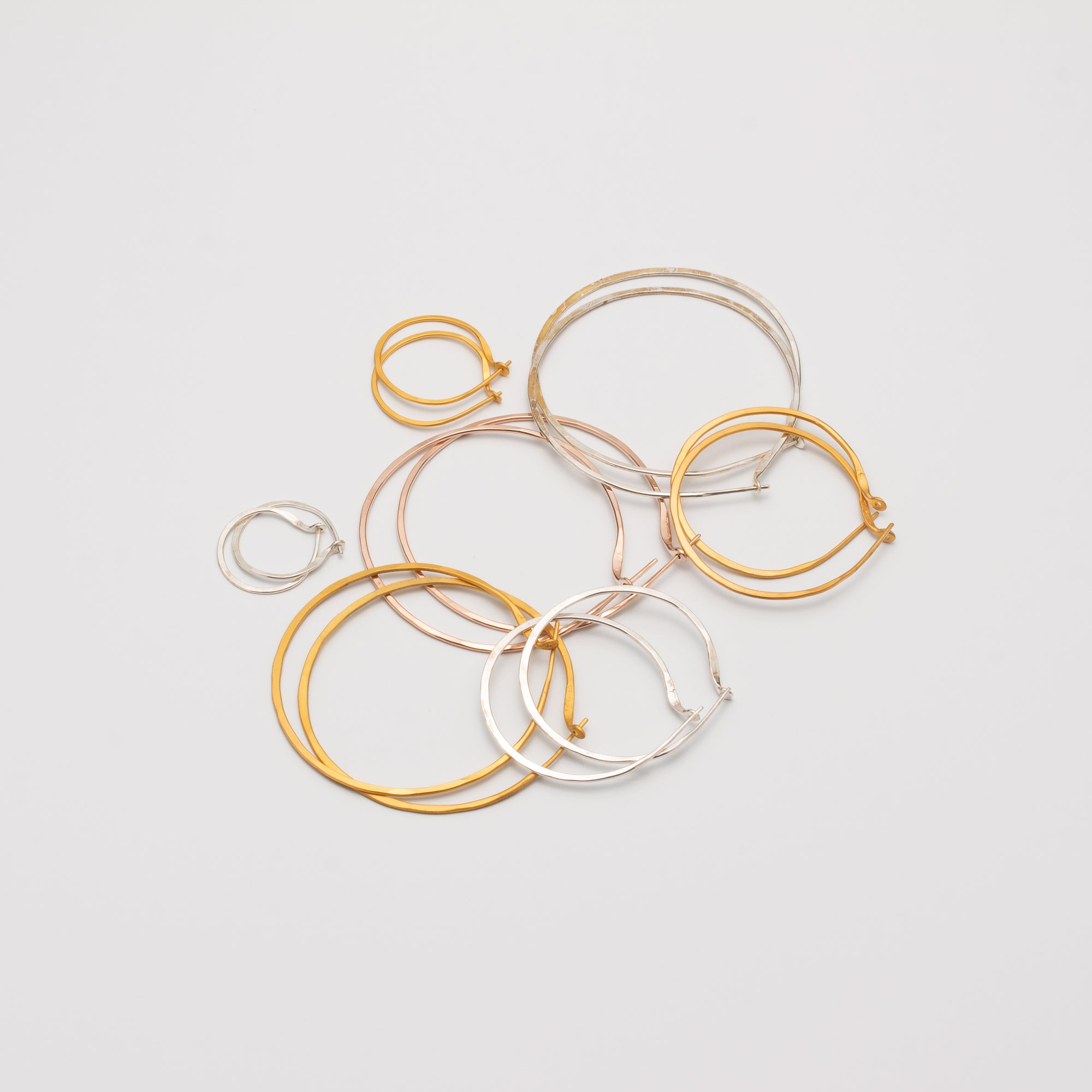 HOOPS // SMALL // ROUND // SILVER