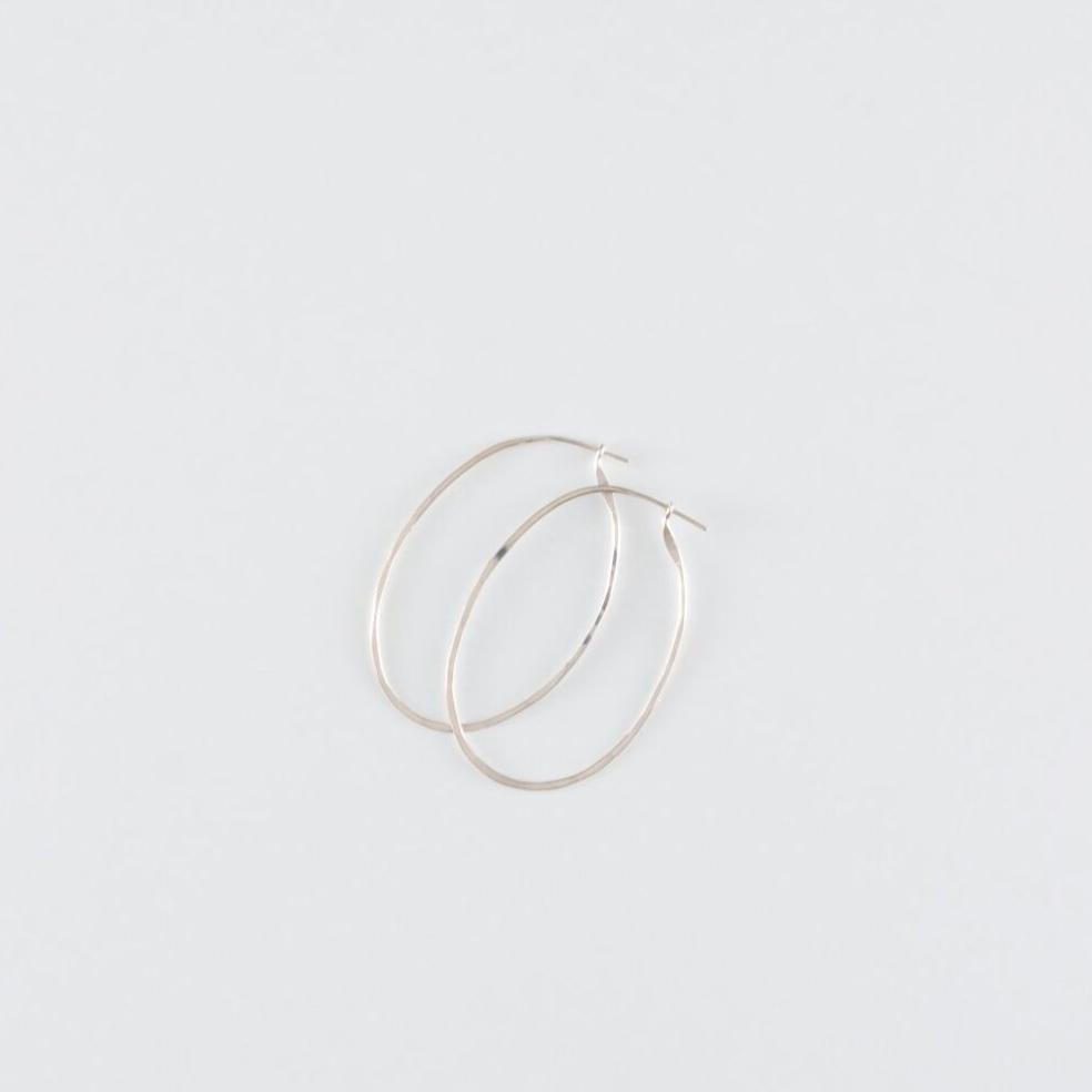 HOOPS // MEDIUM // OVAL // SILVER