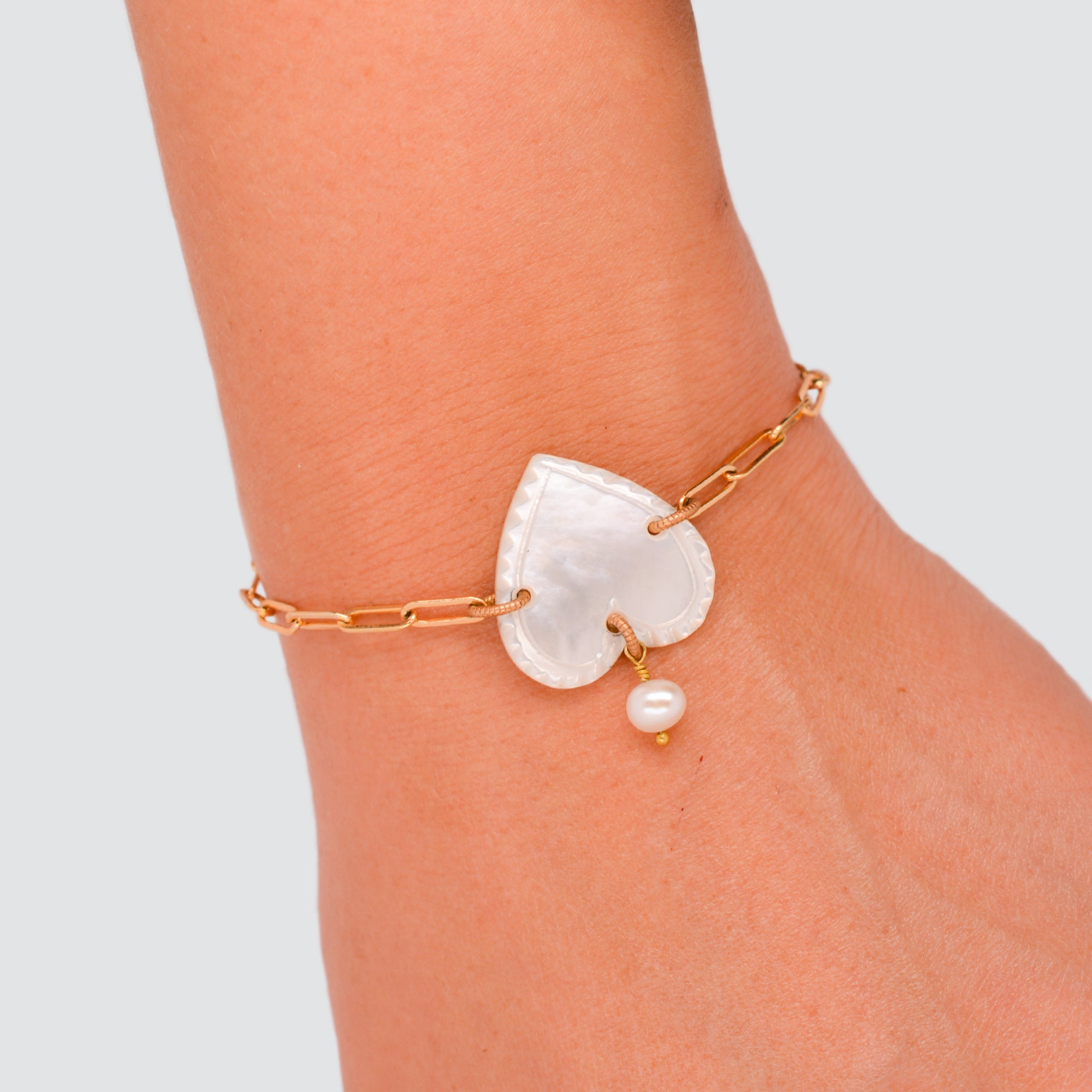 MOTHER OF PEARL // BRACELET // HEART
