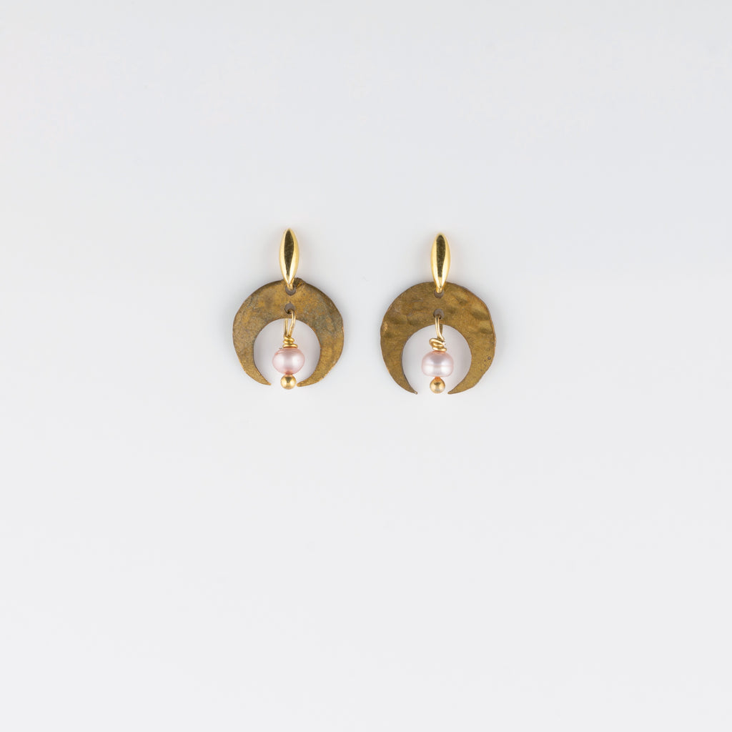 ARCO LUNA POST EARRINGS // PEARL