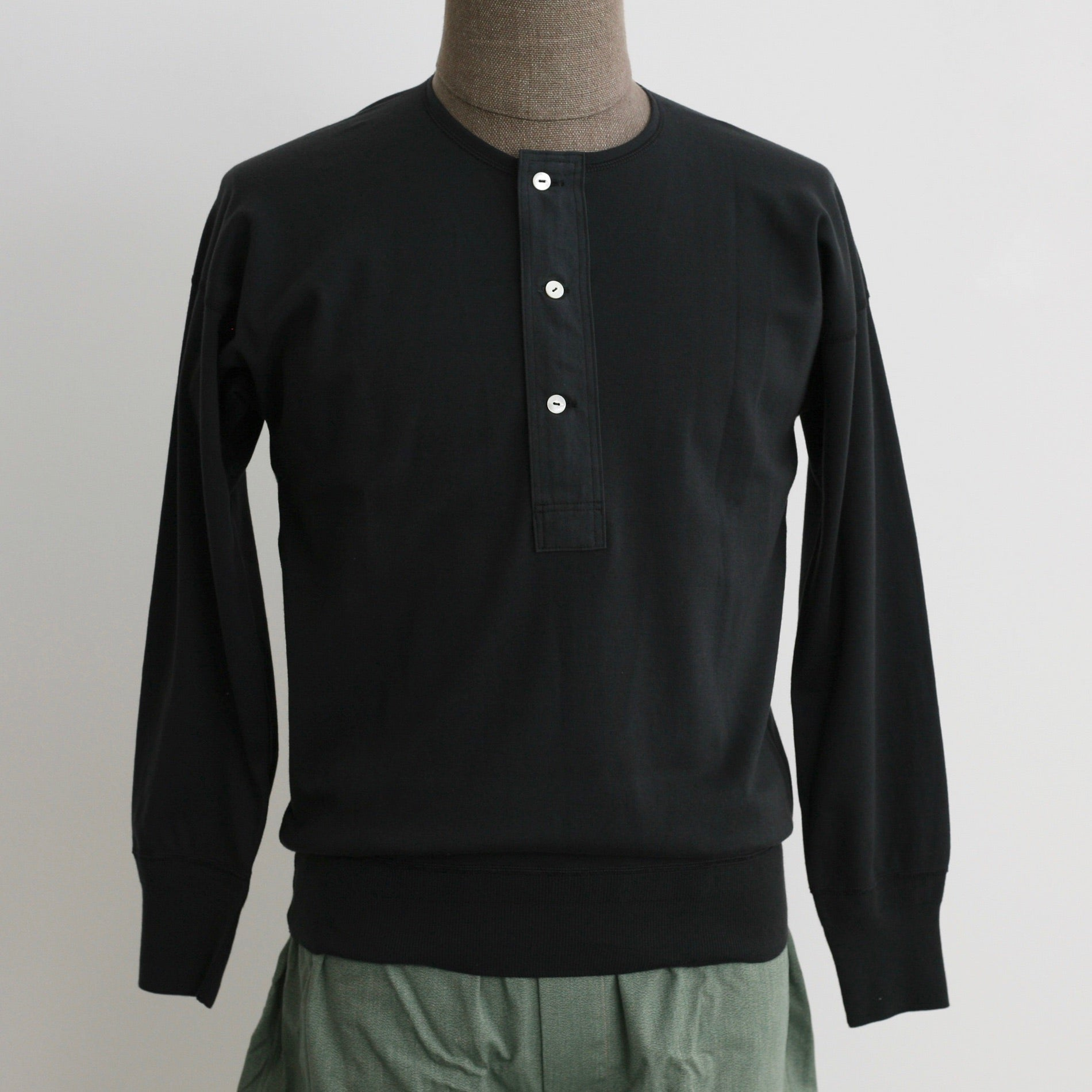 US001 Henley Neck Long Sleeve in Olde Worker's Black