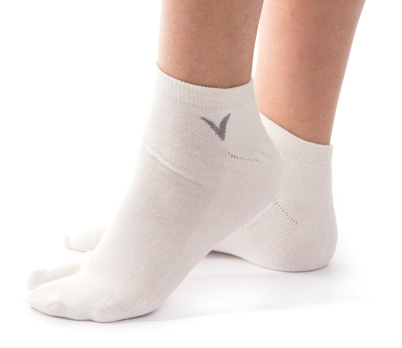 V-Toe Athletic Ankle Height Flip Flop Tabi Big Toe Socks - White