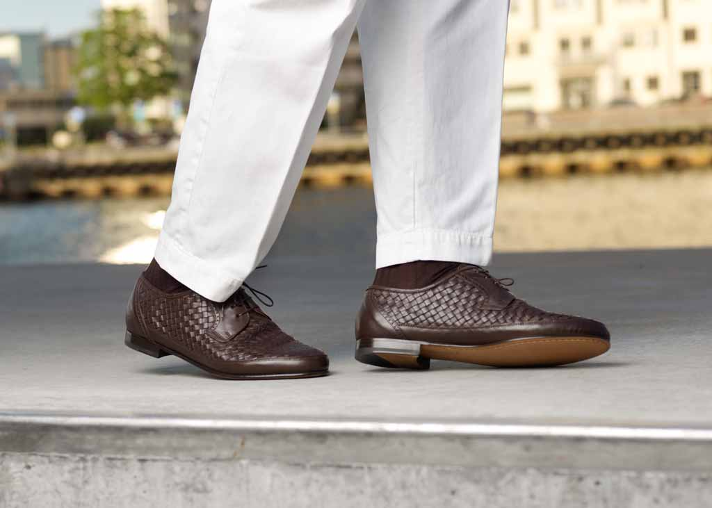 Dark brown woven leather shoes dancing along