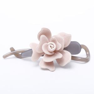 Middle hair pins and clips
