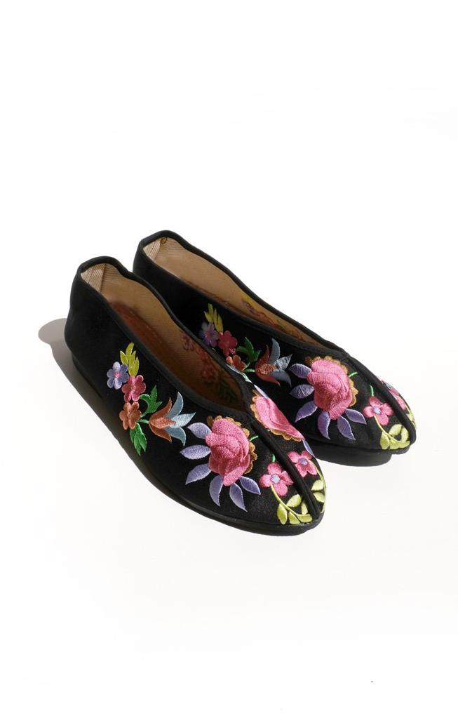 embroidered theater shoes - black