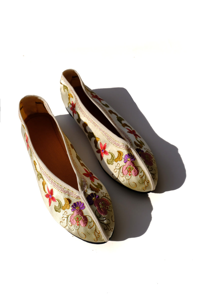 embroidered theater shoes - cream