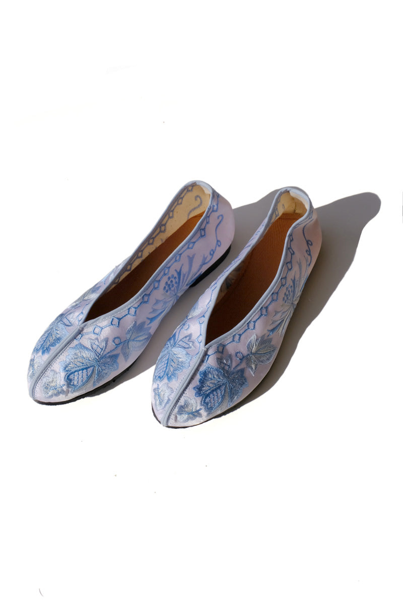 embroidered theater shoes - baby blue