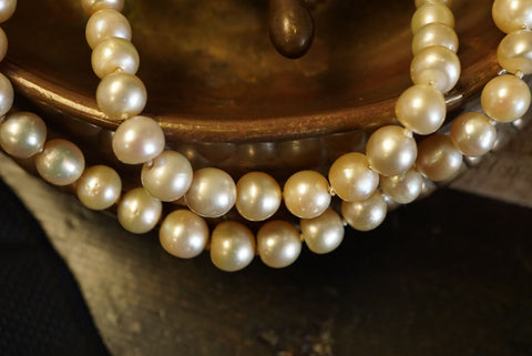 Jogani Tiffany & Co. pearl necklace close-up