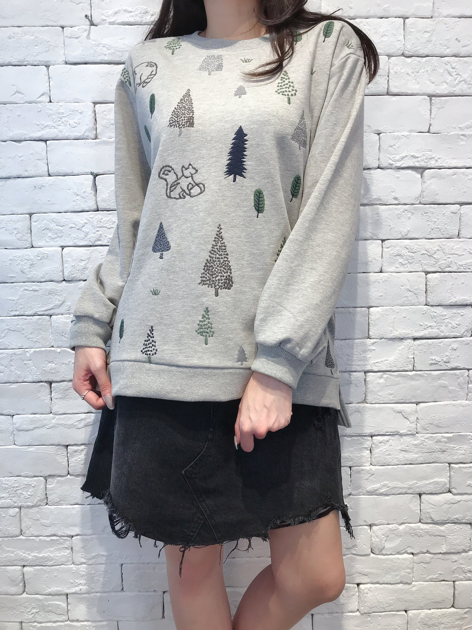 2009066 JP Forest Embroidery Pullover - GREY