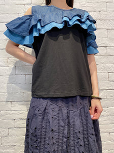 2004116 DD denim ruffle cold shoulder top - Black