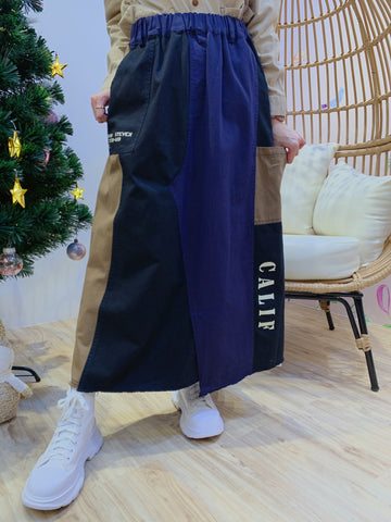 2012083 JP  Words Patchwork Skirt - Navy