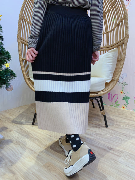 2012141 JF Pleated Border Knit Skirt - Black