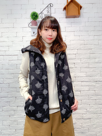 1911027 PCC pattern quilted vest
