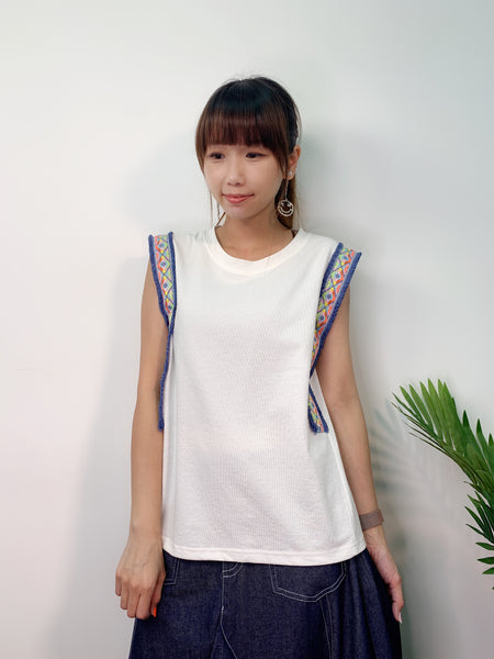 1907120 DD side ethnic embroidery vest