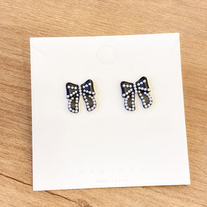1401PA027  KR Round the Ribbon Earrings