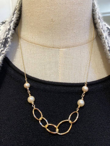 MENE0002 ME Cotton Pearls and Chain Necklace