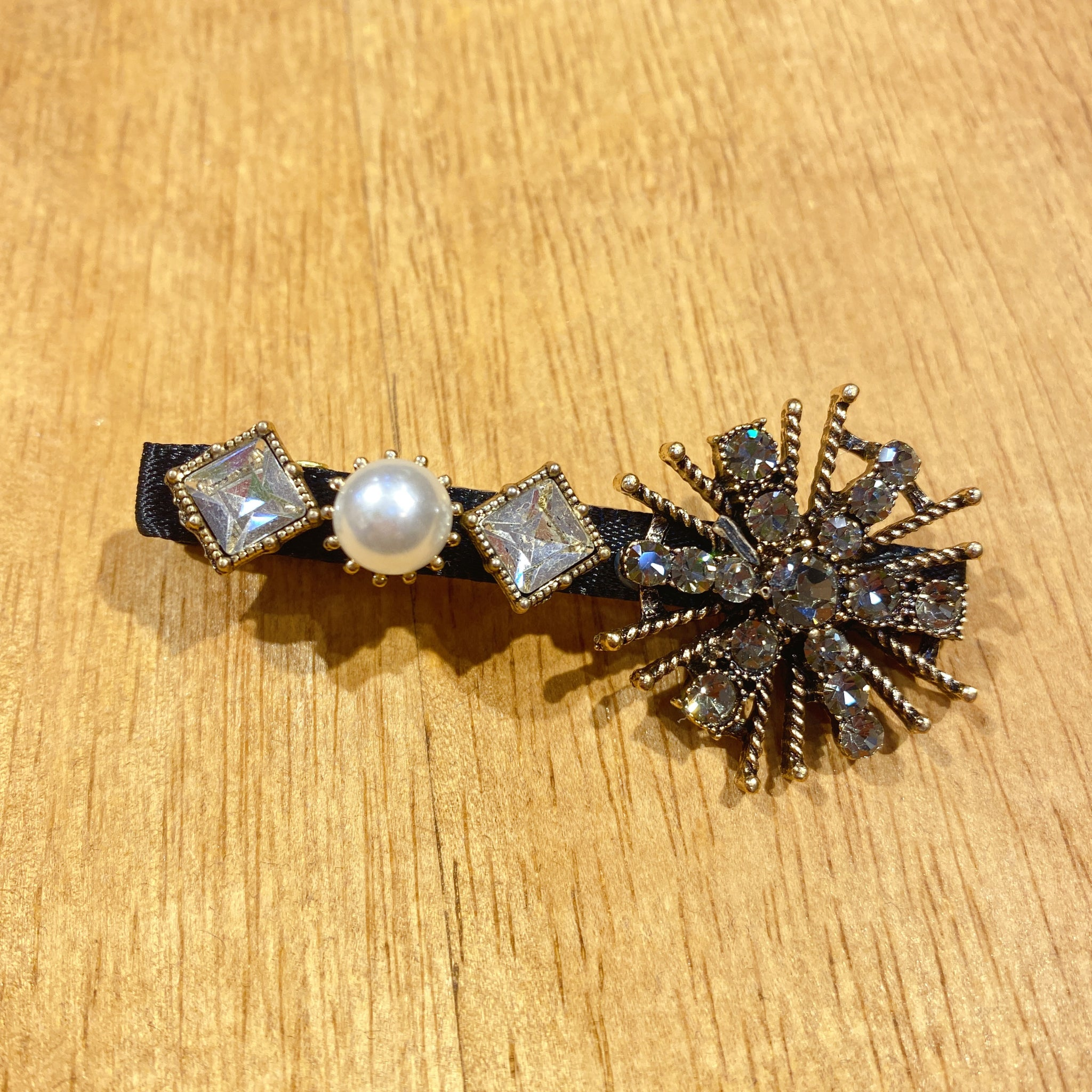 1405HA003 Pearls and Crystals Embellished Barrette