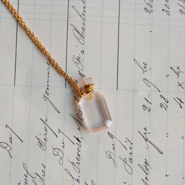 Pink quartz parfum necklace