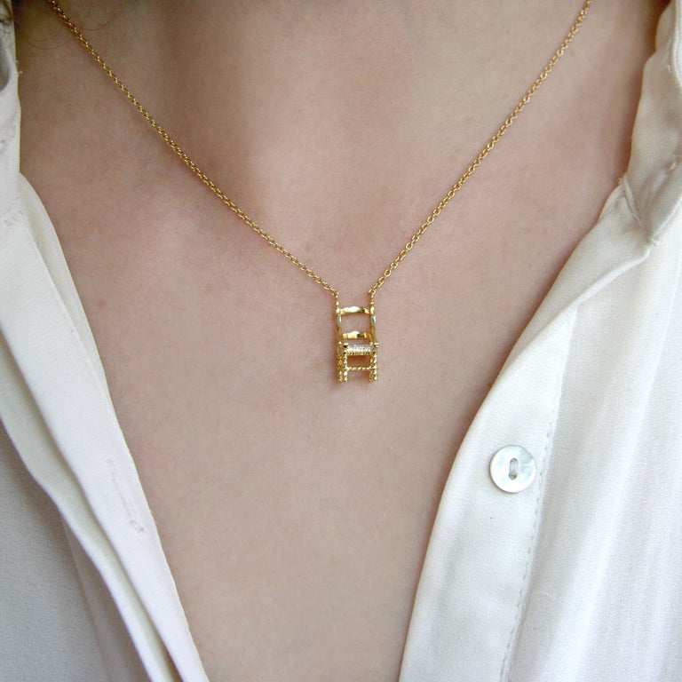 Precious mini chair necklace