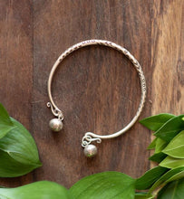 Load image into Gallery viewer, Delicate Silver Ball Bracelet