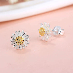 Load image into Gallery viewer, Daisy Stud Earrings - Sour Cherry