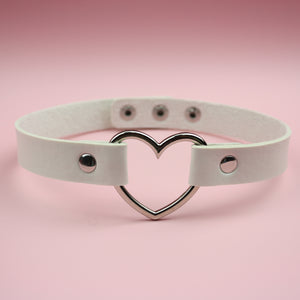 Load image into Gallery viewer, White Heart Choker