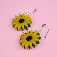 Load image into Gallery viewer, Small Sunflower Earrings