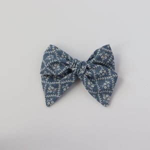 Beatrice-Chunky Knot Mini