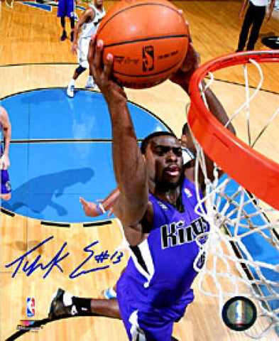 Tyreke Evans Autographed / Signed Slam Dunk 8x10 Photo