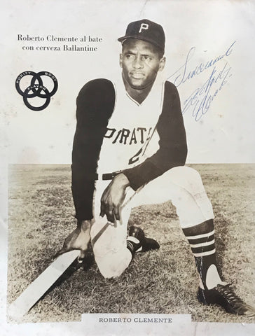 Roberto Clemente Autographed 8x10 Baseball Photo (PSA)